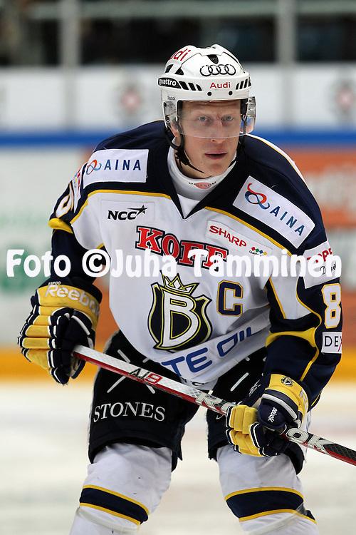 1.11.2011, Hmeenlinna...Jkiekon SM-liiga 2011-12. HPK - Blues..Toni Khknen - Blues