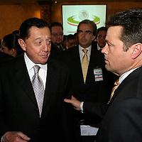 Queretaro, Qro.- El gobernador del estado de Veracruz, Miguel Aleman conversa con si similar de Sonora al termino de la ceremonia inaugural de la I Convencion nacional Hacendaria en la ciudad de Queretaro el 5 de Febrero de 2004. Agencia MVT / Mario Vazquez de la Torre.