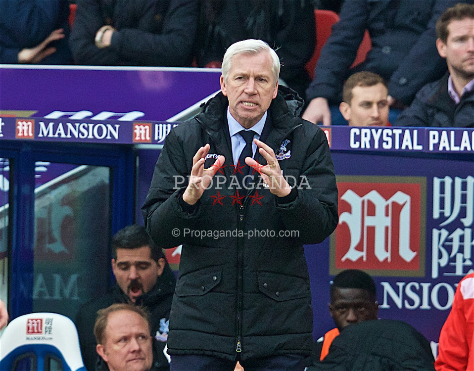 LONDON, ENGLAND - Sunday, March 6, 2016: Crystal Palace's manager Alan Pardew during the Premier League match against Liverpool at Selhurst Park. (Pic by David Rawcliffe/Propaganda)
