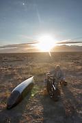 Sergey Dashevskiy rijdt zich warm in zijn Bowstring. In de vroege ochtend worden de kwalificaties gereden. In de buurt van Battle Mountain, Nevada, strijden van 10 tot en met 15 september 2012 verschillende teams om het wereldrecord fietsen tijdens de World Human Powered Speed Challenge. Het huidige record is 133 km/h.<br /> <br /> Sergey Dashevskiy from Russia is warming up at his Bowstring.Near Battle Mountain, Nevada, several teams are trying to set a new world record cycling at the World Human Powered Vehicle Speed Challenge from Sept. 10th till Sept. 15th. The current record is 133 km/h.
