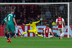 08-05-2019 NED: Semi Final Champions League AFC Ajax - Tottenham Hotspur, Amsterdam<br /> After a dramatic ending, Ajax has not been able to reach the final of the Champions League. In the final second Tottenham Hotspur scored 3-2 / Andre Onana #24 of Ajax saves Fernando Llorente #18 of Tottenham Hotspur, Matthijs de Ligt #4 of Ajax, Dusan Tadic #10 of Ajax