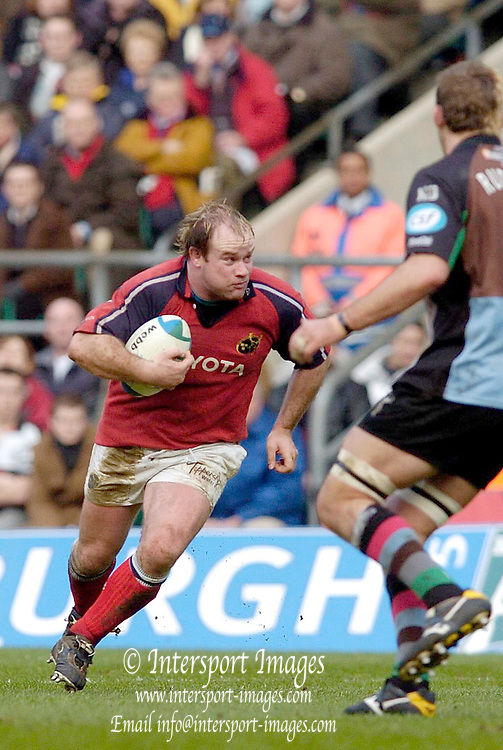 2004/05 Heineken_Cup, NEC,Harlequins vs Munster, RFU Twickenham,ENGLAND:.Munster's hooker Frankie  Sheahan look's for a away through the Quins defence...Photo  Peter Spurrier. .email images@intersport-images.com...