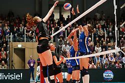 20180218 NED: Bekerfinale Eurosped - Sliedrecht Sport, Hoogeveen <br />Eline Gommans (4) of Team Eurosped, Esther Hullegie (3) of Sliedrecht Sport <br />©2018-FotoHoogendoorn.nl