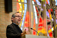 The Rev. Dan Gilbert, president of LCMS Northern Illinois District, greets attendees in the Chapel of Our Lord during the 2017 Institute on Liturgy, Preaching and Church Music on Tuesday, July 25, 2017, on the campus of Concordia University Chicago in River Forest, Ill. LCMS Communications/Erik M. Lunsford