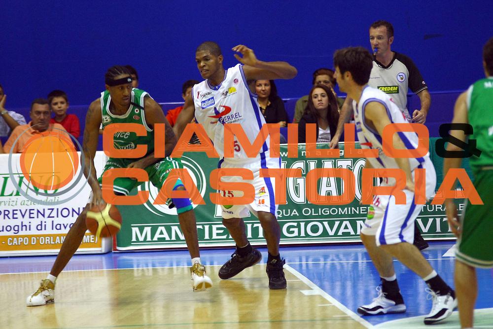 DESCRIZIONE : Capo d'Orlando Lega A1 2007-08 Pierrel Capo d'Orlando Benetton Treviso<br /> GIOCATORE : Miles Der Marr<br /> SQUADRA : Benetton Treviso<br /> EVENTO : Campionato Lega A1 2007-2008 <br /> GARA : Pierrel Capo d'Orlando Benetton Treviso<br /> DATA : 14/10/2007 <br /> CATEGORIA : Palleggio<br /> SPORT : Pallacanestro <br /> AUTORE : Agenzia Ciamillo-Castoria/J.Pappalardo