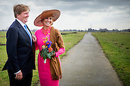 21-2-2017 - GOUDERAK , Aankomst van Koning Willem-Alexander en Koningin Maxima gastenboerderij de Appelgaard , tijdens het Streekbezoek van Koning Willem-Alexander en Koningin Maxima aan de Krimpenerwaard,<br /> dinsdag 21 februari 2017 COPYRIGHT ROBIN UTRECHT<br /> <br /> 21-2-2017 - GOUDERAK  Arrival of King Willem-Alexander and Queen Maxima guest farm the Appelgaard, during the Regional Visit streekbezoek  King Willem-Alexander and Queen Maxima of the Krimpenerwaard<br /> Tuesday, February 21, 2017 COPYRIGHT ROBIN UTRECHT