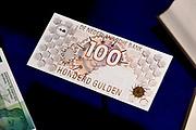 Perspreview 50 jaar Koninklijk Paleis Amsterdam.<br /> <br /> Op de foto: 100  Gulden