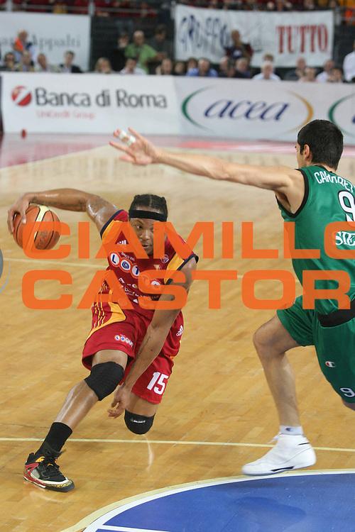DESCRIZIONE : Roma Lega A1 2007-08 Playoff Finale Gara 3 Lottomatica Virtus Roma Montepaschi Siena <br /> GIOCATORE : David Hawkins <br /> SQUADRA : Lottomatica Virtus Roma <br /> EVENTO : Campionato Lega A1 2007-2008 <br /> GARA : Lottomatica Virtus Roma Montepaschi Siena <br /> DATA : 08/06/2008 <br /> CATEGORIA : Palleggio <br /> SPORT : Pallacanestro <br /> AUTORE : Agenzia Ciamillo-Castoria/G.Ciamillo
