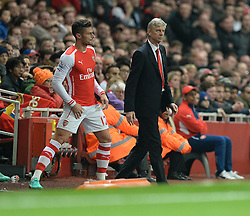 Arsenal's Olivier Giroud prepares to come on next to Arsenal Manager, Arsene Wenger - Photo mandatory by-line: Alex James/JMP - Mobile: 07966 386802 - 22/11/2014 - Sport - Football - London - Emirates Stadium - Arsenal v Manchester United - Barclays Premier League