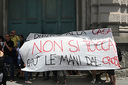 June 15, 2018 - Naples, June 14, a group of citizens gathered under the court of the TAR of Campania to protest on the assignment of housing for public housing. (Credit Image: © Fabio Sasso via ZUMA Wire)