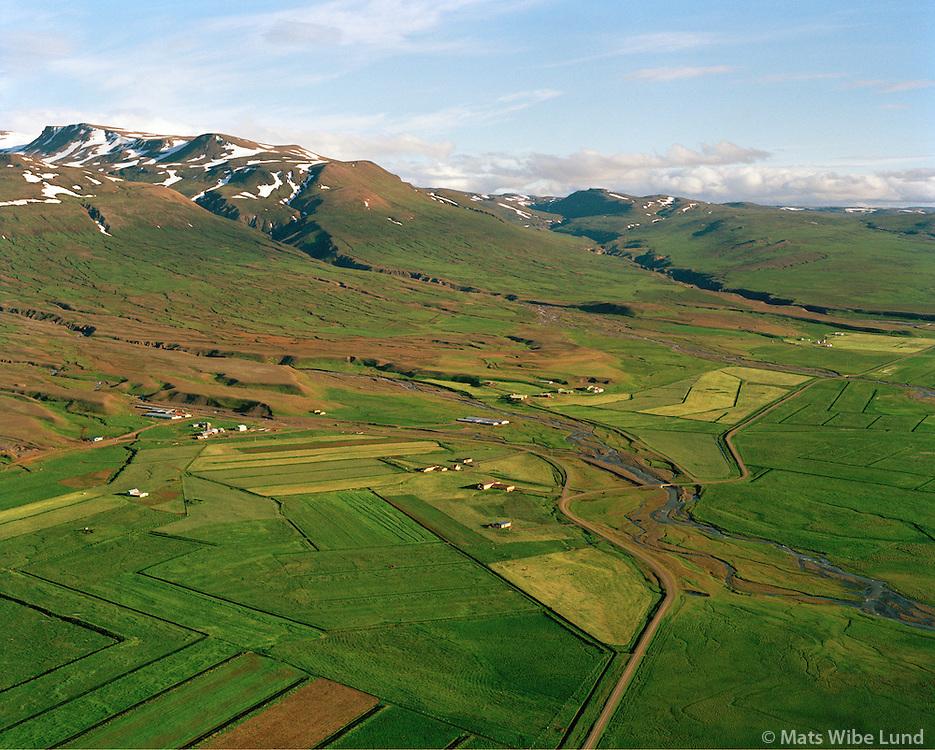 Engihlíð, Svínabakkar, Refsstaður og Egilsstaðir séð til suðvesturs, Vopnafjarðarhreppur / Engihlid, Svinabakkar, Refsstadur og Egilsstadir viewing southwest, Vopnafjardarhreppur.