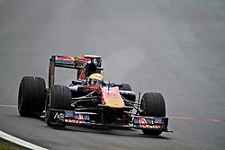 O piloto suiço Sebastien Buemi acelera sua Toro Rosso durante a primeira volta do Grande Prémio do Brasil de Fórmula 1, em Interlagos, São Paulo. FOTO: Jefferson Bernardes/Preview.com