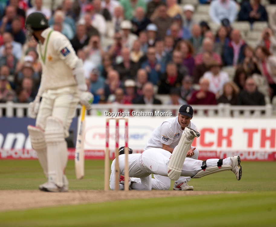Wicket keeper Matt Prior catches Shoaib Malik as Andrew Strauss celebrates during the second npower Test Match between England and Pakistan at Edgbaston, Birmingham.  Photo: Graham Morris (Tel: +44(0)20 8969 4192 Email: sales@cricketpix.com) 06/08/10