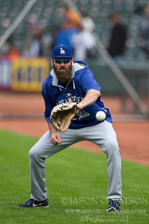 SAN FRANCISCO, CA - MAY 20:  Scott Van Slyke #33 of the Los Angeles Dodgers catches a ball during batting practice before the game against the San Francisco Giants at AT&T Park on May 20, 2015 in San Francisco, California.  The San Francisco Giants defeated the Los Angeles Dodgers 4-0. (Photo by Jason O. Watson/Getty Images) *** Local Caption *** Scott Van Slyke