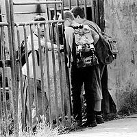 A group of adolescents getting ready to go to school..The motivation to go to school for adolescent refugees is often missing. They cannot imagine a different future...During the summer1999, over 245,000 Serbs and Roms fled to Serbia and Montenegro from or within Kosovo in fear of reprisals from the majority Albanian population, after NATO air strikes had forced the withdrawal of Yugoslav. In 2003, less than 2% of them had returned and a large number of these internally displaced persons (IDPs) were still living in camps in very difficult conditions..In addition, around 5,000 IDPs, mainly of Roma ethnicity, are living in unrecognized collective centres, makeshift huts, corrugated metal containers and other substandard shelters. .This work was meant to look at how the life of children and young adults is affected by the fact that they are IDPs. I asked myself more specifically what would be different for these children/young adults from the 'normal' people of their age as far as education, health, social life, family, 'love' life and leisure are concerned. ..Groupe d'adolescents prêts à partirà l'école..La motivation pour aller à l'école manque souvent. Ces jeunes 'déplacés' ont du mal à imaginer un futur...Pendant l'été 1999, plus de 245 000 serbes et roms ont fuit le Kosovo pour chercher refuge en Serbie ou au Montenegro, par peur de représailles de la part de la majorité de la population albanaise après que les forces de l'OTAN aient forcé l'armée yougoslave à se retirer. En 2003, moins de 2% d'entre eux étaient rentrés chez eux et le plus grand nombre de ces 'déplacés' (IDPs) vivaient encore dans des centres d'accueil dans des conditions très difficiles..Environ 5 000 IDPs, la plupart romas, vivent dans des centres non reconnus faits de containers ou d'abris de fortune. .Ce travail s'est focalisé sur les jeunes IDPs, sur les conséquences de leur état de 'déplacés' sur leur vie et plus particulièrement dans les sphères concernant l'éducation, la santé,  la vie soc