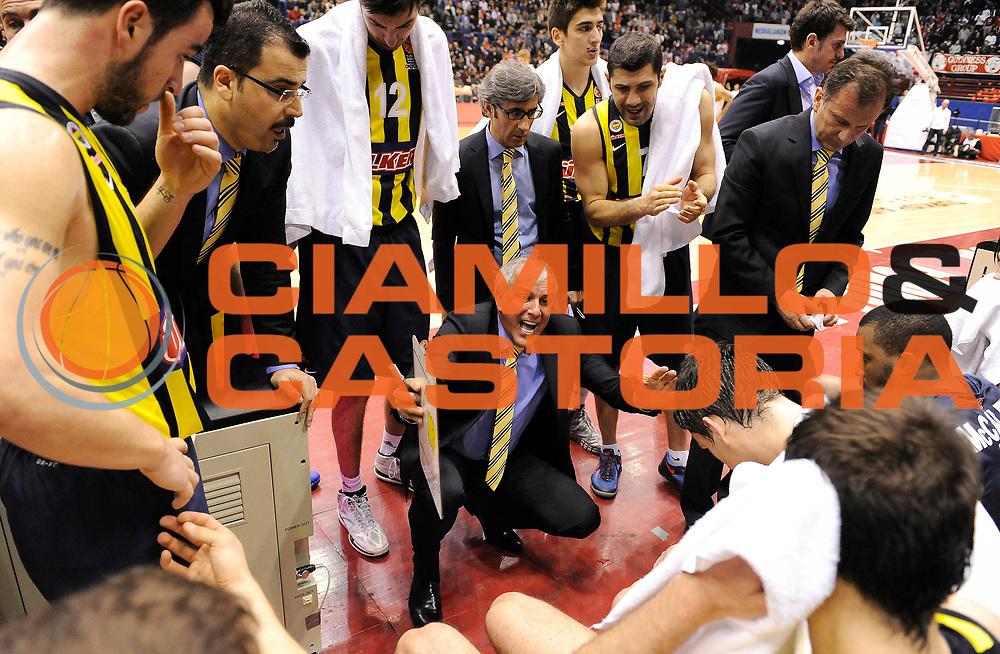 DESCRIZIONE : Milano Eurolega Euroleague 2013-14 EA7 Emporio Armani Milano Fenerbahce Ulker Istanbul<br /> GIOCATORE : Coach Zeljko Obradovic<br /> CATEGORIA : Allenatori Coach TimeOut Direttive Fair Play<br /> SQUADRA : Fenerbahce Ulker Istanbul<br /> EVENTO : Eurolega Euroleague 2013-2014<br /> GARA : EA7 Emporio Armani Milano Fenerbahce Ulker Istanbul<br /> DATA : 30/01/2014<br /> SPORT : Pallacanestro <br /> AUTORE : Agenzia Ciamillo-Castoria/A.Giberti<br /> Galleria : Eurolega Euroleague 2013-2014  <br /> Fotonotizia : Milano Eurolega Euroleague 2013-14 EA7 Emporio Armani Milano Fenerbahce Ulker Istanbul<br /> Predefinita :