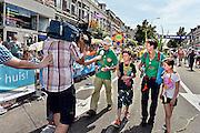 Nederland,Nijmegen, 18-7-2014De intocht van de ruim 40 duizend wandelaars op de Via Gladiola op de laatste dag van de vierdaagse. Recordhouder Bert van der Lans, 82 jaar, die vooor de 67 e keer meeliep. 67FOTO: FLIP FRANSSEN/ HOLLANDSE HOOGTE