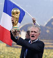 FUSSBALL  WM 2018  FINALE  ------- Frankreich - Kroatien    15.07.2018 JUBEL Weltmeister Frankreich; Trainer Didier Deschamps mit dem Pokal