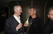 Cerith Wynn-Evans and Maurizio Cattelan. Cartier Dinner hosted by Arnaud Bamberger, Matthew Slotover and Amanda Sharp to celebrate the artist featured in Frieze projects 2005. Nobu Berkeley St..  London. 21 October 2005. ONE TIME USE ONLY - DO NOT ARCHIVE © Copyright Photograph by Dafydd Jones 66 Stockwell Park Rd. London SW9 0DA Tel 020 7733 0108 www.dafjones.com