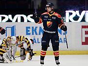 STOCKHOM 2017-10-27: Gustav Possler i Djurg&aring;rdens IF jublar efter att ha gjort 1-0 under matchen i SHL mellan Djurg&aring;rdens IF och Skellefte&aring; AIK p&aring; Hovet, Stockholm, den 27 oktober 2017.<br /> Foto: Nils Petter Nilsson/Ombrello<br /> ***BETALBILD***