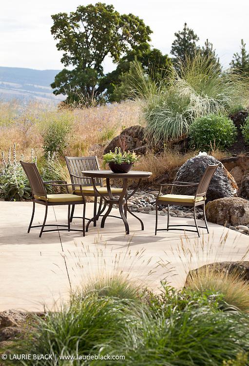 Columbia Gorge garden patio dining area