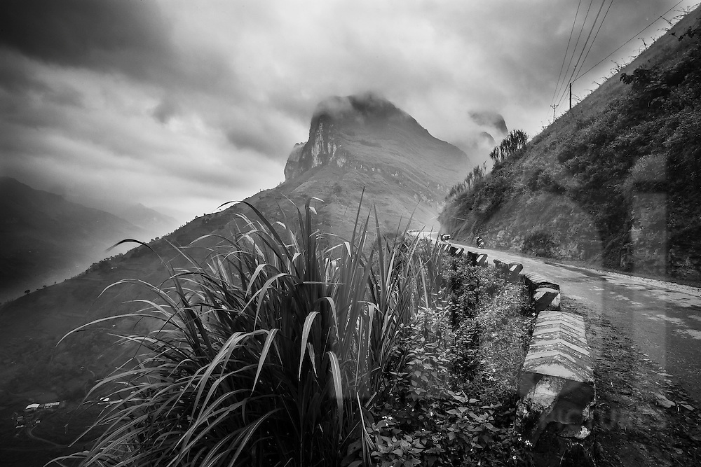 Precarious section of the Ma Pi Leng Pass at an elevation of 1,500 m, Ha Giang Province, Vietnam, Southeast Asia