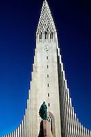 Hallgrimskirkja (church) with a statue of Leifr Eiriksson (Leif Ericson) in foreground, Reykjavik, Iceland