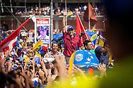 El candidato opositor, Henrique Capriles Radonski saluda a sus simpatizantes durante la llamada marcha Heroica realizada en Caracas, Venezuela. 7 Abril 2013. (Foto/ivan gonzalez)