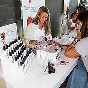 NLD/Amsterdam/20140613 - Leco van Zadelhoff organiseert samen met Beau Monde Beau Bateau een vaartocht met vriendinnen, Victoria Koblenko laat haar nagels doen