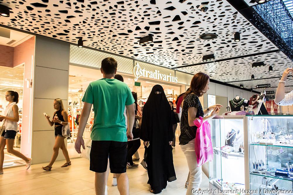 Juillet 2016. Bosnie-Herzégovine. Bosnie-Herzégovine : Nouvel Eldorado pour les touristes des Etats du Golfe ?. Sarajevo City Center (SCC), centre commercial détenu par le groupe saoudien Al-Shiddi qui a d'autres biens dans la ville.