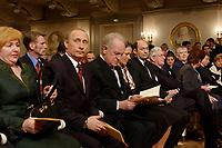 09 FEB 2003, BERLIN/GERMANY:<br /> Johannes Rau (3.v.L.), Bundespraesident, und Ehefrau Christina Rau (4.v.L.), sowie Wladimir Putin (2.v.L.), Praesident Russische Foerderation, und Ehefrau Ludmila Putina (L), waehrend der Eroeffnung der Deutsch-Russischen Kulturbegegnungen, Konzerthaus am Gendarmenmarkt<br /> IMAGE: 20030209-01-013<br /> KEYWORDS: Bundespräsident, Präsident, Gattin, Politikerfrau, Russische Förderation, Russland