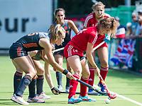 St.-Job-In 't Goor / Antwerpen -  Nederland Jong Oranje Dames (JOD) - Groot Brittannie (7-2). Freeke Moes met Holly Hunt (GB)  COPYRIGHT  KOEN SUYK