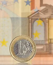 THEMENBILD - Euromuenze. Eine 1 Euro Muenze steht vor einem 50 Euro Schein. Aufgenommen am 16/11/2011 in Knittelfeld. EXPA Pictures © 2011, PhotoCredit: EXPA/ S. Zangrando