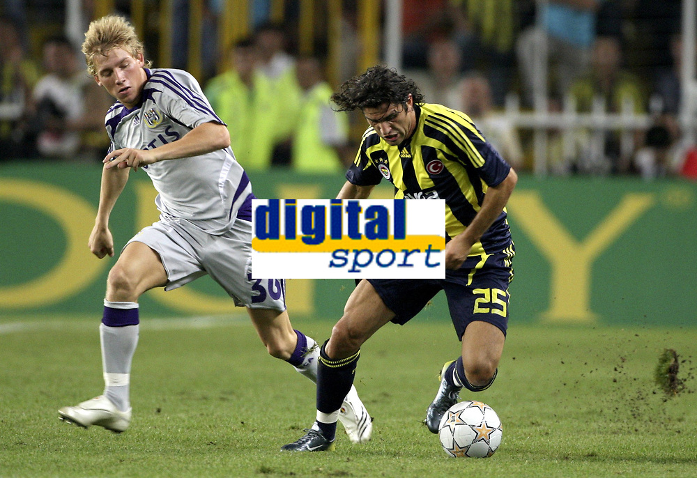Fotball<br /> Belgia<br /> Kvalifisering UEFA Champions League<br /> 15.08.2007<br /> Fenerbahce v Anderlecht<br /> Foto: PhotoNews/Digitalsport<br /> NORWAY ONLY<br /> <br /> JONATHAN LEGEAR  UGUR BORAL