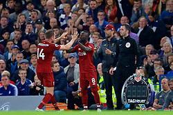 LONDON, ENGLAND - Saturday, September 29, 2018: Liverpool'scaptain Jordan Henderson is replaced by substitute Naby Keita by manager Jürgen Klopp during the FA Premier League match between Chelsea FC and Liverpool FC at Stamford Bridge. (Pic by David Rawcliffe/Propaganda)