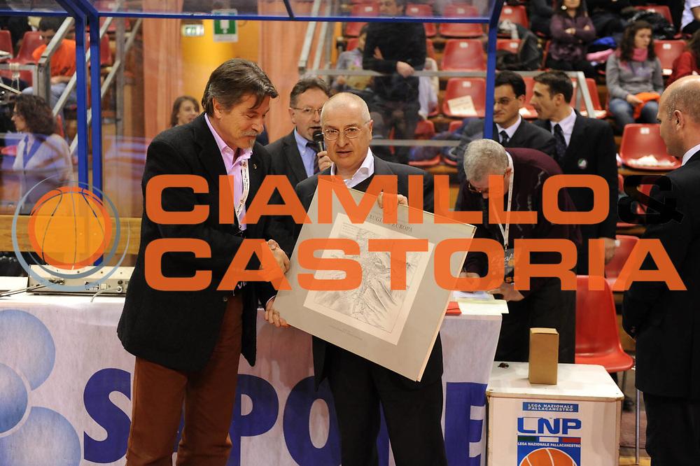DESCRIZIONE : Perugia Lega A1 Femminile 2010-11 Coppa Italia Finale Famila Schio Liomatic Umbertide<br /> GIOCATORE : Premiazione Assessore Schio<br /> SQUADRA : Famila Schio Liomatic Umbertide<br /> EVENTO : Campionato Lega A1 Femminile 2010-2011 <br /> GARA : Famila Schio Liomatic Umbertide<br /> DATA : 13/03/2011 <br /> CATEGORIA : <br /> SPORT : Pallacanestro <br /> AUTORE : Agenzia Ciamillo-Castoria/M.Marchi<br /> Galleria : Lega Basket Femminile 2010-2011 <br /> Fotonotizia : Perugia Lega A1 Femminile 2010-11 Coppa Italia Finale Famila Schio Liomatic Umbertide<br /> Predefinita :