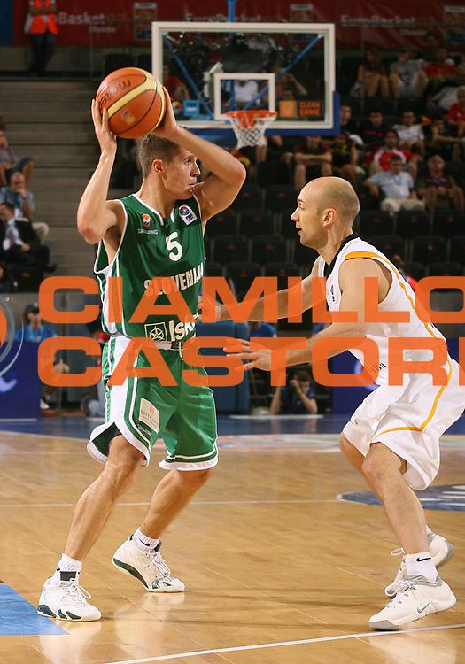 DESCRIZIONE : Madrid Spagna Spain Eurobasket Men 2007 Qualifying Round Germania Slovenia Germany Slovenia <br /> GIOCATORE : Jaka Lakovic <br /> SQUADRA : Slovenia <br /> EVENTO : Eurobasket Men 2007 Campionati Europei Uomini 2007 <br /> GARA : Germania Slovenia Germany Slovenia <br /> DATA : 10/09/2007 <br /> CATEGORIA : Passaggio <br /> SPORT : Pallacanestro <br /> AUTORE : Ciamillo&amp;Castoria/A.Vlachos <br /> Galleria : Eurobasket Men 2007 <br /> Fotonotizia : Madrid Spagna Spain Eurobasket Men 2007 Qualifying Round Germania Slovenia Germany Slovenia <br /> Predefinita :