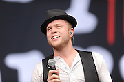 18.AUGUST.2013. CHELMSFORD<br /> <br /> OLLY MURS PERFORMING LIVE AT V FESTIVAL, HYLANDS PARK, CHELMSFORD<br /> <br /> BYLINE: EDBIMAGEARCHIVE.CO.UK<br /> <br /> *THIS IMAGE IS STRICTLY FOR UK NEWSPAPERS AND MAGAZINES ONLY*<br /> *FOR WORLD WIDE SALES AND WEB USE PLEASE CONTACT EDBIMAGEARCHIVE - 0208 954 5968*