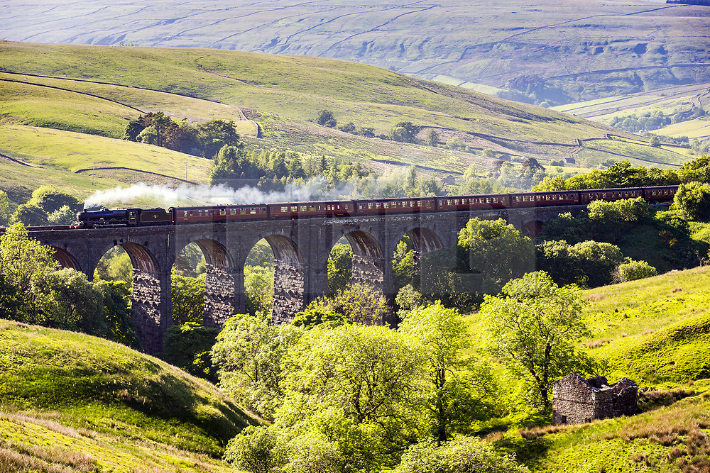 © Licensed to London News Pictures. 05/06/2018. Dentdale UK. 1936 Locomotive LMS Jubilee Class 45690 Leander pulls the Dalesman over Dent Head viaduct last night in the Yorkshire Dales on it's return from Carlisle to York. Photo credit: Andrew McCaren/LNP