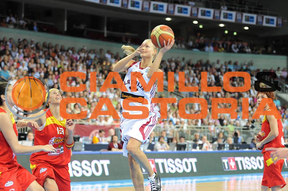 DESCRIZIONE : Riga Latvia Lettonia Eurobasket Women 2009 Qualifying Round Lettonia Spagna Latvia Spain<br /> GIOCATORE : Dita Krumberga<br /> SQUADRA : Lettonia Latvia<br /> EVENTO : Eurobasket Women 2009 Campionati Europei Donne 2009 <br /> GARA : Lettonia Spagna Latvia Spain<br /> DATA : 15/06/2009 <br /> CATEGORIA : tiro<br /> SPORT : Pallacanestro <br /> AUTORE : Agenzia Ciamillo-Castoria/M.Marchi<br /> Galleria : Eurobasket Women 2009 <br /> Fotonotizia : Riga Latvia Lettonia Eurobasket Women 2009 Qualifying Round Lettonia Spagna Latvia Spain<br /> Predefinita :