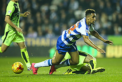 Kyle Dempsey of Huddersfield Town tackles Nick Blackman of Reading - Mandatory byline: Jason Brown/JMP - 07966 386802 - 03/11/2015- FOOTBALL - Madejski Stadium - Reading, England - Reading v Huddersfield Town - Sky Bet Championship