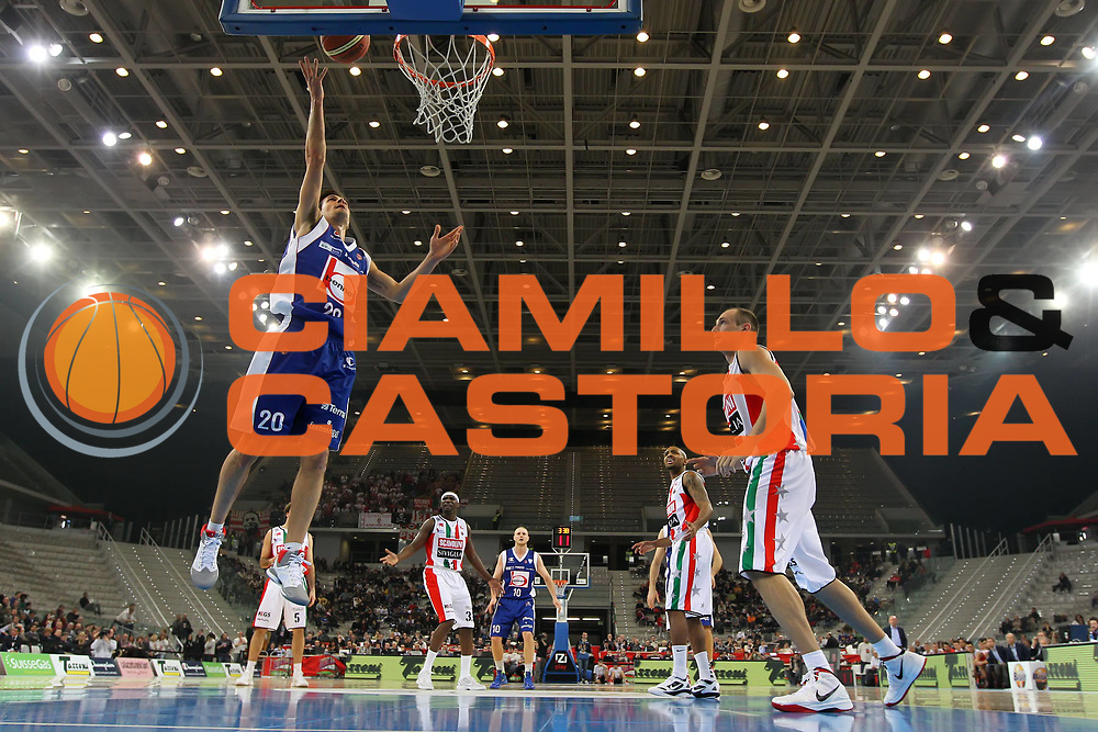 DESCRIZIONE : Torino Coppa Italia Final Eight 2012 Semifinale Scavolini Siviglia Pesaro Bennet Cantu<br /> GIOCATORE : Andrea Cinciarini<br /> SQUADRA : Bennet Cantu <br /> EVENTO : Suisse Gas Basket Coppa Italia Final Eight 2012<br /> GARA : Scavolini Siviglia Pesaro Bennet Cantu<br /> DATA : 18/02/2012<br /> CATEGORIA : tiro<br /> SPORT : Pallacanestro<br /> AUTORE : Agenzia Ciamillo-Castoria/ElioCastoria<br /> Galleria : Final Eight Coppa Italia 2012<br /> Fotonotizia : Torino Coppa Italia Final Eight 2012 Semifinale Scavolini Siviglia Pesaro Bennet Cantu<br /> Predefinita :