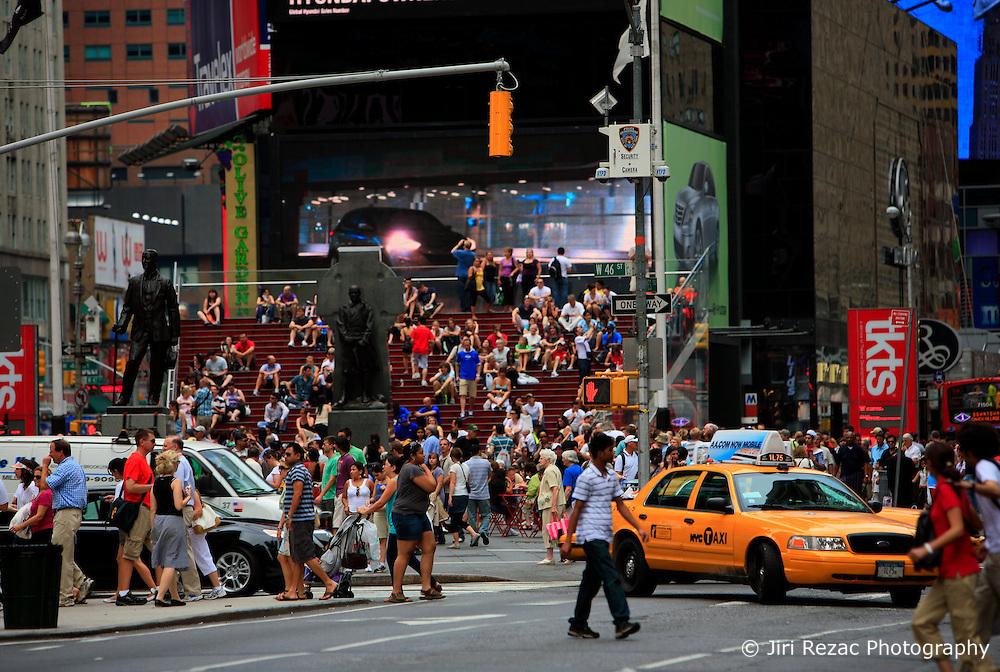 USA NEW YORK 5JUN10 - People gather in Times Square in midtown Manhattan, New York...jre/Photo by Jiri Rezac..© Jiri Rezac 2010