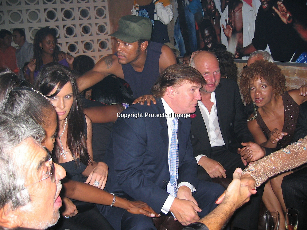 Roberto Cavalli, Naomi Campbell, Melania Knauss &amp; Donald Trump and Maxwell behind<br />