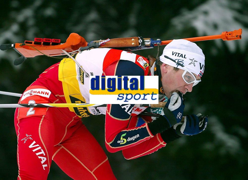 Skiskyting - Verdenscup - 12.01.2003<br /> Oberhof, Tyskland<br /> Ole Einar Bj&oslash;rndalen fra Norge <br /> Foto: Uwe Speck, Digitalsport