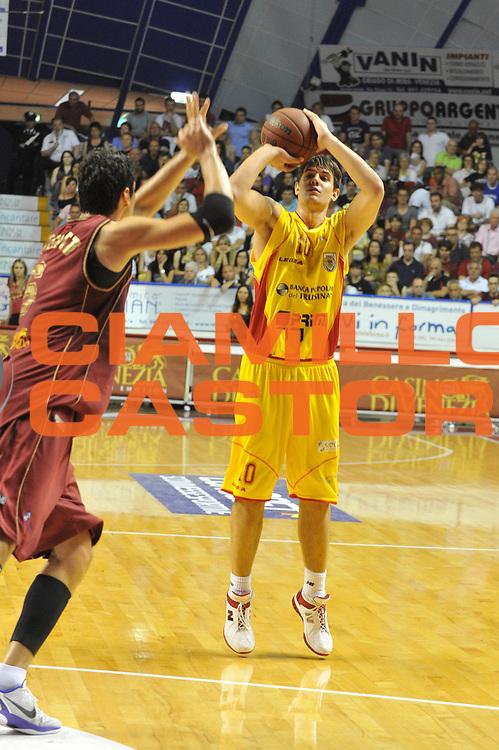 DESCRIZIONE : Venezia Lega Basket A2 2010-11 Playoff Semifinale Gara 2 Umana Reyer Venezia Prima Veroli<br /> GIOCATORE : Roberto Rullo<br /> SQUADRA : Umana Reyer Venezia Prima Veroli<br /> EVENTO : Campionato Lega A2 2010-2011<br /> GARA : Umana Reyer Venezia Prima Veroli<br /> DATA : 29/05/2011<br /> CATEGORIA : Tiro<br /> SPORT : Pallacanestro <br /> AUTORE : Agenzia Ciamillo-Castoria/M.Gregolin<br /> Galleria : Lega Basket A2 2010-2011 <br /> Fotonotizia : Venezia Lega Basket A2 2010-11 Playoff Semifinale Gara 2 Umana Reyer Venezia Prima Veroli<br /> Predefinita :