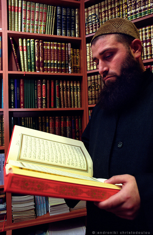 "Reading the ""Koran"" in one of the many Islamic bookshops, in the Islamic area Tsarsaba in Fatih..ISTANBUL, Androniki Christodoulou/WorldPictureNews"