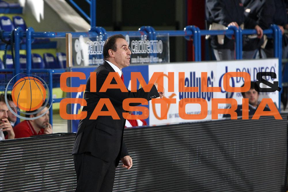 DESCRIZIONE : Porto San Giorgio Lega A 2010-11 Fabi Montegranaro Cimberio Varese<br /> GIOCATORE : Carlo Recalcati<br /> SQUADRA : Cimberio Varese<br /> EVENTO : Campionato Lega A 2010-2011<br /> GARA : Fabi Montegranaro Cimberio Varese<br /> DATA : 09/01/2011<br /> CATEGORIA : coach<br /> SPORT : Pallacanestro<br /> AUTORE : Agenzia Ciamillo-Castoria/C.De Massis<br /> Galleria : Lega Basket A 2010-2011<br /> Fotonotizia : Porto San Giorgio Lega A 2010-11 Fabi Montegranaro Cimberio Varese<br /> Predefinita :