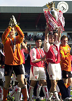 Foto: Peter Spurrier, Digitalsport<br /> NORWAY ONLY<br /> <br /> 15/05/2004  - 2003/04 Premiership Football - Arsenal v Leicester City<br /> <br /> Freddie Ljungberg shows the Trophy to the North Bank right GK Jens Lehmann