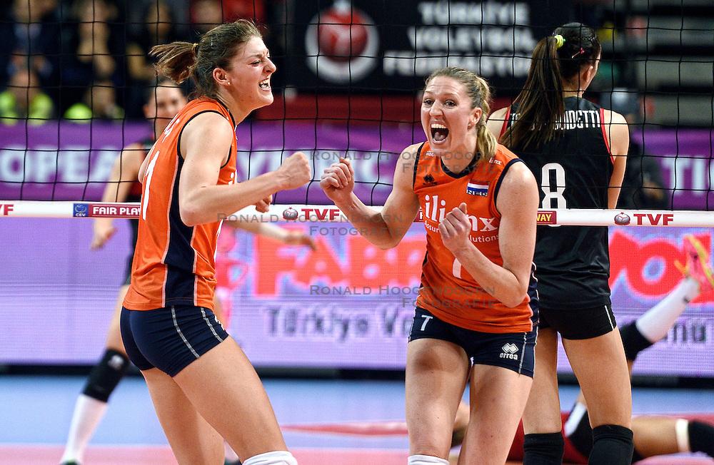 06-01-2016 TUR: European Olympic Qualification Tournament Turkije - Nederland, Ankara<br /> Nederland wint met 3-0 van Turkije / Nederland viert feest na de fantastische 3-0 overwinning op Turkije. Anne Buijs #11, Quinta Steenbergen #7